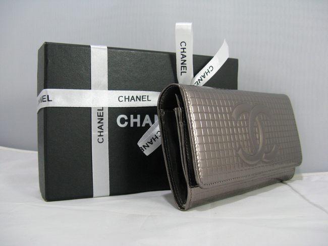 91764 女性 クラッチ財布 銀白色 CHANELシャネル シャネルエナメル