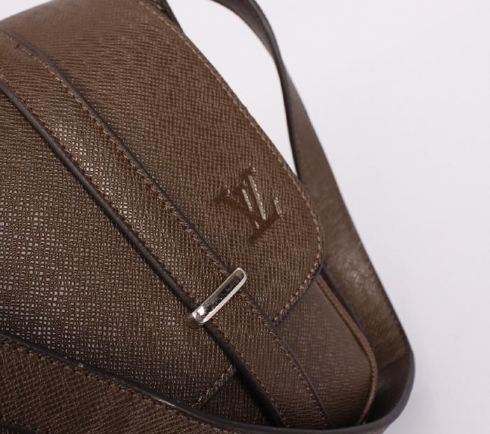 ブラウン メンズ メッセンジャーバッグ M32996 エピ・レザー ルイ·ヴィトン Louis Vuitton