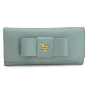 プラダ スーパーコピー 代引き 財布 通販口コミ二つ折り リボンモチーフ 型押しレザー ライトブルー 1M1132 SAFFIANO FIOCCO LAGO/ZTM