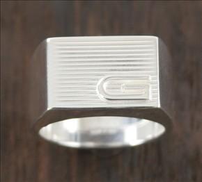 品番:ACGU163117J84008106グッチ レイズドG リング(指輪) スターリングシル