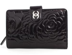 品番:lwcha50087ebkシャネル CHANEL カメリア エナメル 二つ折財布 ブ